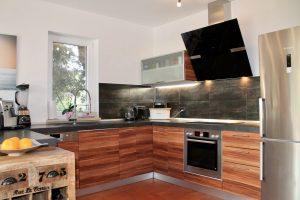 Die perfekt ausgestattete offene Wohn- Küche