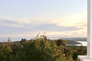 Atemberaubender Panoramablick in den Rasa-Fjord und die Kvarner Bucht
